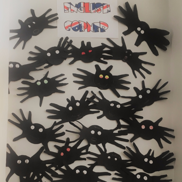 halloween-handprint-bats-3-la-salle-arucas-10-2017-1.jpg