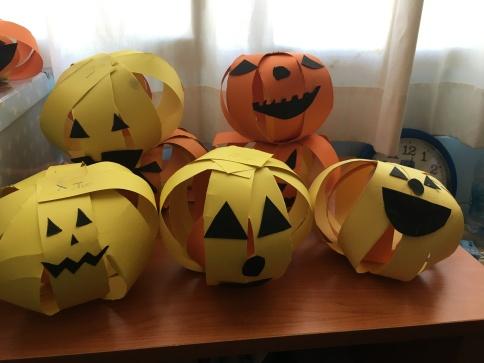 Halloween Paper Strip Jack o Lanterns 4 La Salle Arucas 10-2017 (2).JPG